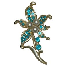 Pretty Sky Blue Faux Pearl Flower Brooch