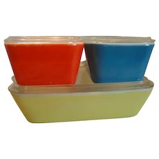Pyrex Set Of 4 Complete Refrigerator Dishes, Primary Colors With Original Lids