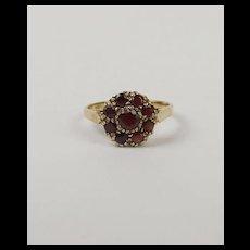 9ct Yellow Gold Garnet Flower Head Ring UK Size N+ 6 ¾
