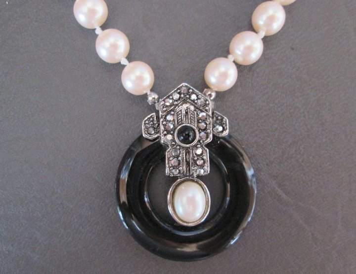 Gorgeous richelieu vintage pearl necklace with onxy black circle w gorgeous richelieu vintage pearl necklace with onxy black circle w marcasites buckle tab aloadofball Images