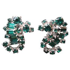Vintage KRAMER Emerald Green Prong Set Rhinestone Earrings Clip Back Exquisite Design