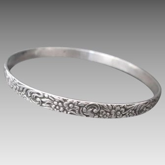Lovely Sterling Silver Solid Bangle Flowers Bracelet Floral