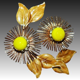 Vintage Warner NY Stylized Flower Pin/Brooch with Art Glass, Rhinestones & Enamel