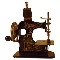 Vintage Child's Very Small Sewing Machine (Muller)