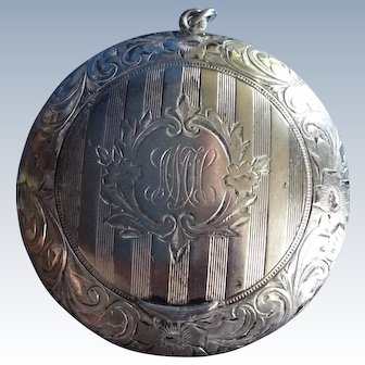 Ornate Sterling silver compact for Chain or chatelaine