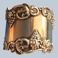 Stunning grape cluster and vines sterling silver Napkin Ring Serviette Holder