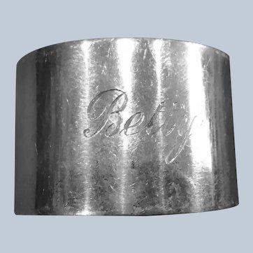 English sterling silver Napkin Ring Serviette Holder engraved Betty