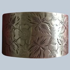 Pretty aesthetic engraved sterling silver Napkin Ring Serviette Holder 1889