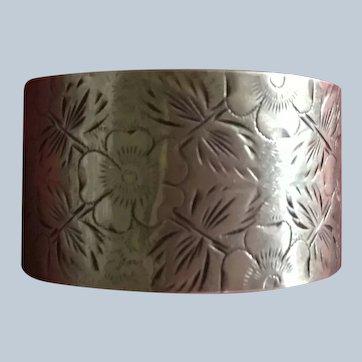 Pretty aesthetic engraved sterling silver Napkin Ring Serviette Holder 1889