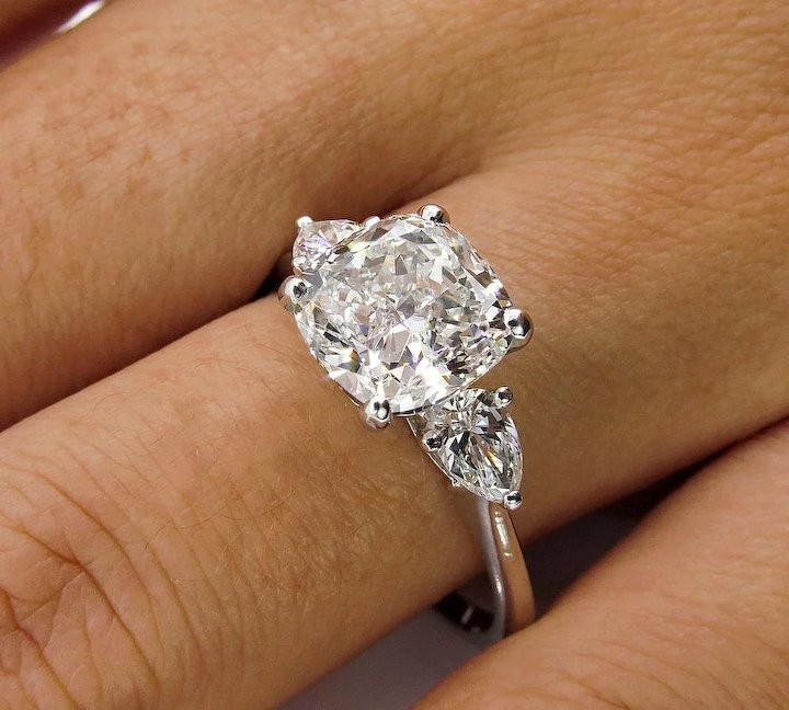 Very Colorless 3.03ct Vintage CUSHION Cut Diamond 3 Stone ENGAGEMENT  ER48