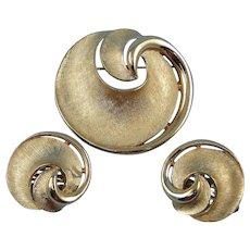 Crown Trifari Brooch Pin Earrings Vintage Swirl Goldtone