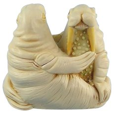 Harmony Kingdom Love Seat Walrus Couple Treasure Jest with Riser