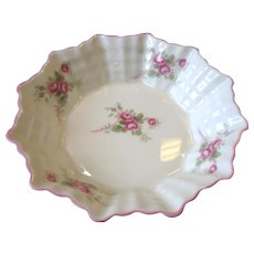 """Vintage Shelley Dainty Bridal Rose Sweet Meat Dish Nut Bowl 4 3/4"""" Round"""
