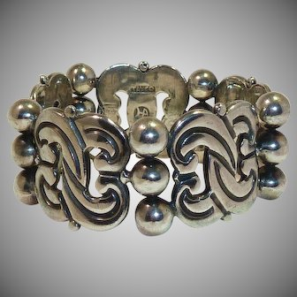 Hector Aguilar Knot and 3 Bead Bracelet 1940-1945