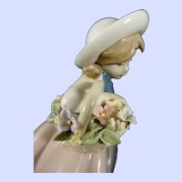 Lladro Figurine 'Sweet Scent' #L5221 Issued 1984-2018
