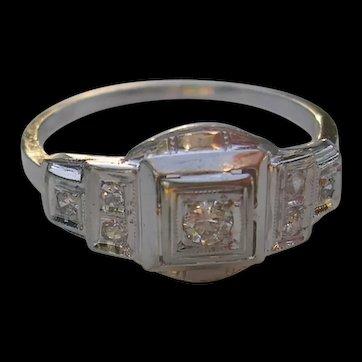 Art Deco Diamond Ring-18K Gold-c. 1930
