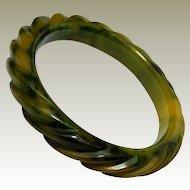 Fine Rope Carved Gaudy Marbled Creamed Spinach Bakelite Bangle Bracelet