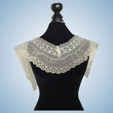 Pretty Lace  Collar for Antique Doll