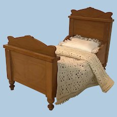 Beautiful German Schneegas Bed ca 1900