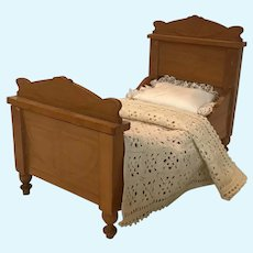Beautiful German Schneegas Bed ca 1900