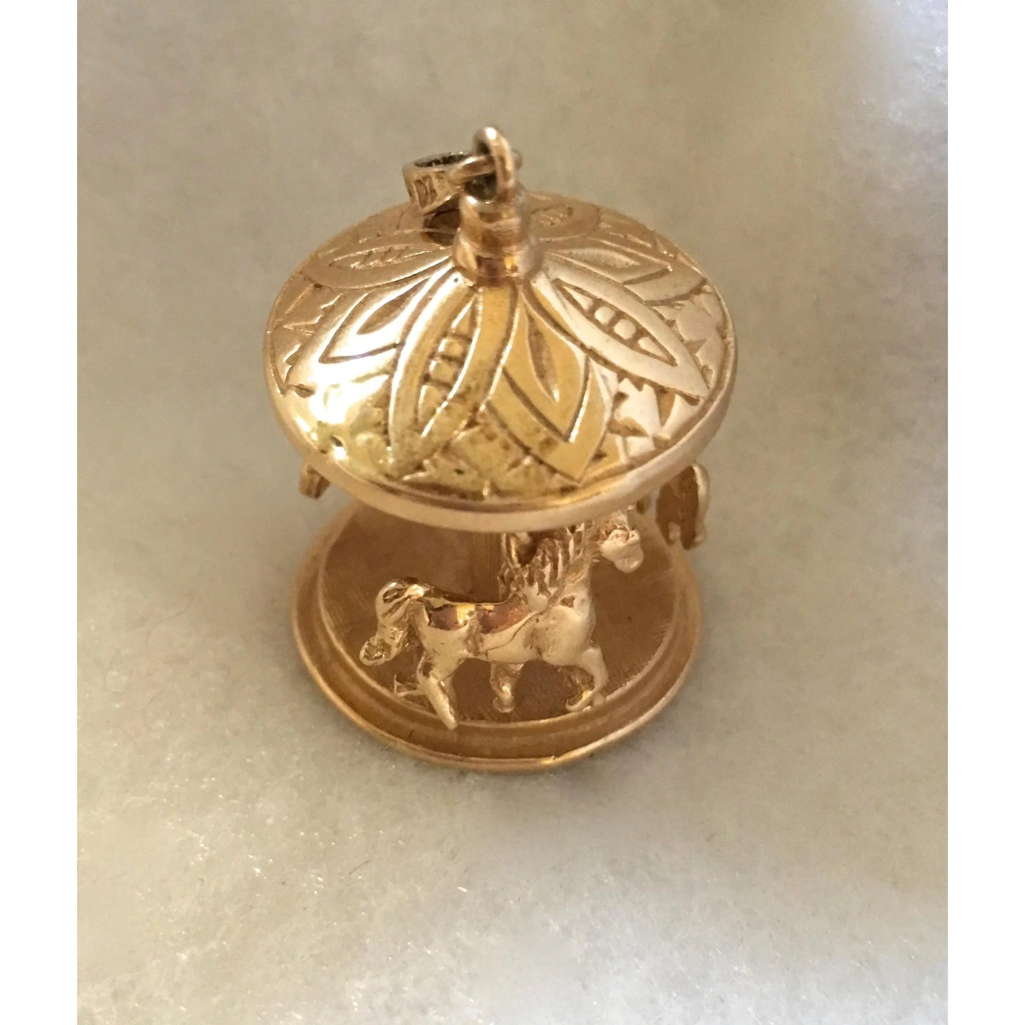 vintage 14k gold moving carousel charm susie 39 s store
