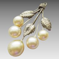Art Deco Faux Pearl and Leaves pendant in Champagne