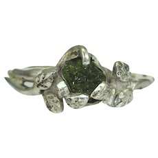 A Peridot Twig Branch Leaf Ring