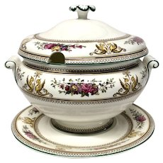 Stunning  Wedgwood China Columbia Pattern W595 Soup Tureen & Stand