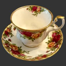 Lovely Royal Albert Old Country Roses Cup & Saucer England 1962 Mark