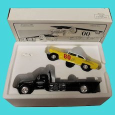 Miniature-Ford flatbed for Race car with race car separate, MIB - 1995