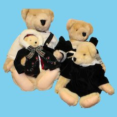 Cornelius Vander Bear family of bears, in all original dress and in very good condition