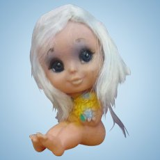 KAMAR Big Eyed Blythe era little rubber doll with flowers blonde naked cute!