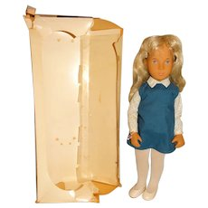 "Serie England 1980s Blonde 16"" Sasha Doll w/Box"