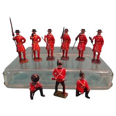 SALE Group of Britains Palace Guard