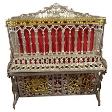 Soft Filigree Metal Piano for Doll House
