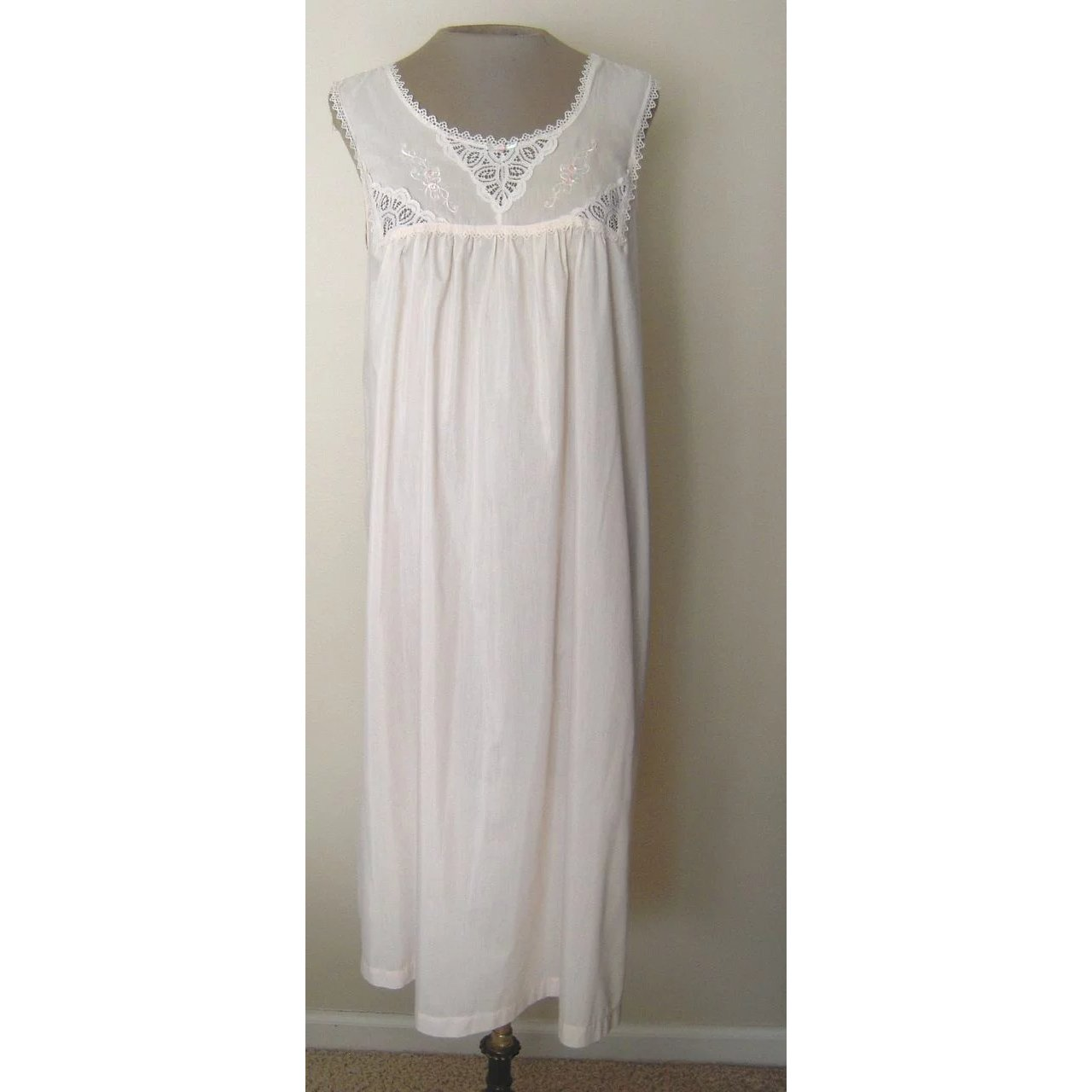 Vintage Vanity Fair Matching Nightgown And Robe Beca S Boutique Ruby Lane