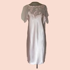 Light Pink Short Nightgown with Embroidery and Applique