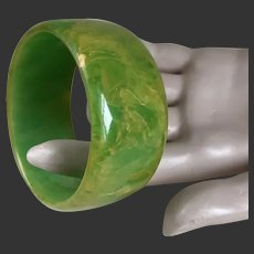 Bakelite Bangle Bracelet Marbled Green and Yellow Mid-Century 1950's/60's