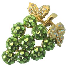 Dazzling Vintage Signed Suzanne Bjontegard Green Grape Cluster Rhinestone Brooch Pendant