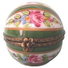 Limoges Peint Main Hand Painted Signed Trinket Box