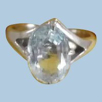 Vintage Beautiful 10K White Gold Aquamarine Ring