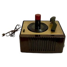 Vintage Bakelite RCA Victor 45-EY-2 45 RPM Record Player