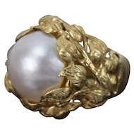 Beautiful Vintage Mabe Pearl Solitaire Nested in Riot of Leaves 14k Yellow Gold Ring