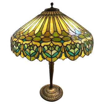 86- Fine signed Duffner and Kimberly leaded lamp in the Adam pattern