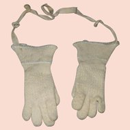 Small Antique Wool Gloves for a Toddler