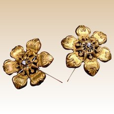 Matched pair Victorian hat pins gilded metal flowers (ACD)