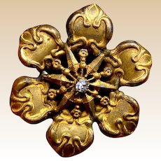 A handsome gilded metal flower late Victorian hat pin (ACH)