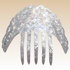 Spanish mantilla style hair comb in mother of pearl effect hair accessory (ABE)