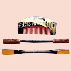 3 piece vintage Japanese comb and hair pin set black gold lacquer (AEV)