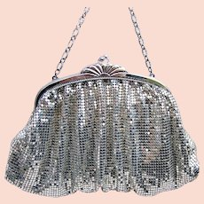 Whiting and Davis silver metallic mesh bag or evening purse (AAC)